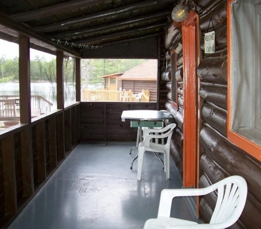 Cabin 2 patio with table and chairs.