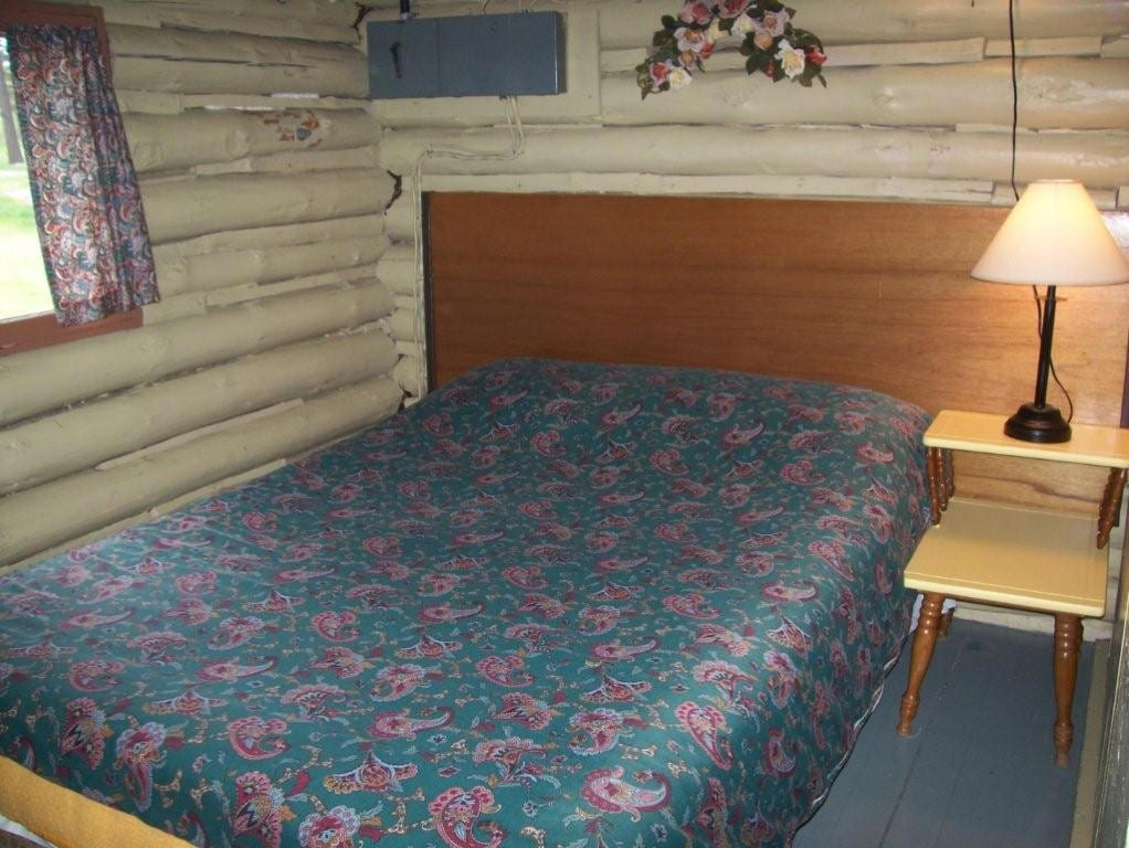 Cabin 1 bedroom with double bed.